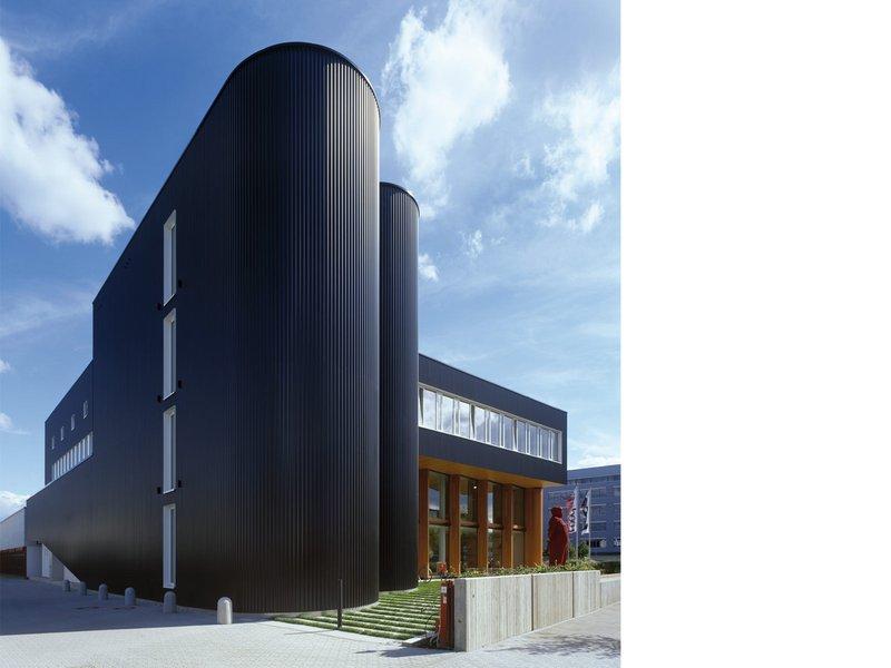 Lederer + Ragnarsdóttir + Oei: feco Forum - best architects 09