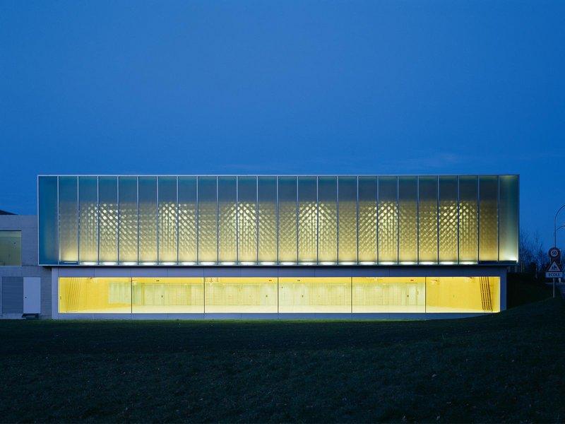 Graeme Mann & Patricia Capua Mann: Doppelturnhalle - best architects 09 gold