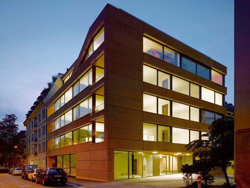 wild bär heule architekten: Wohn- und Geschäftshaus Klausstrasse - best architects 11