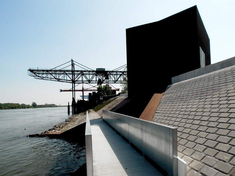 SYRA_SCHOYERER ARCHITEKTEN: Neubau Hochwasserpumpwerk mit Hubwehranlage und Auslassbauwerk - best architects 12