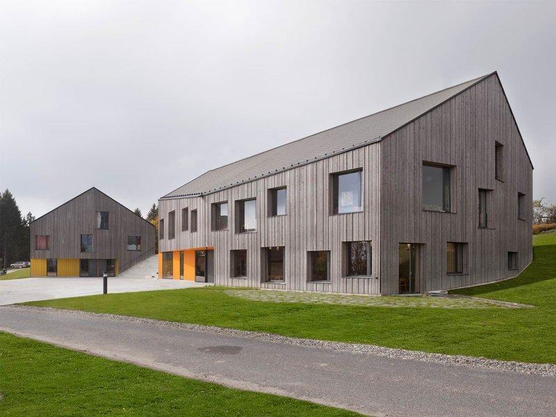 Boegli Kramp Architekten: Zentrumsbauten für das Behindertenheim La Branche - best architects 12