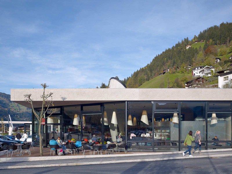 wiesflecker-architekten zt gmbh: Lebensmittelmarkt, Drogeriemarkt, Tankstelle: Mpreis - best architects 13