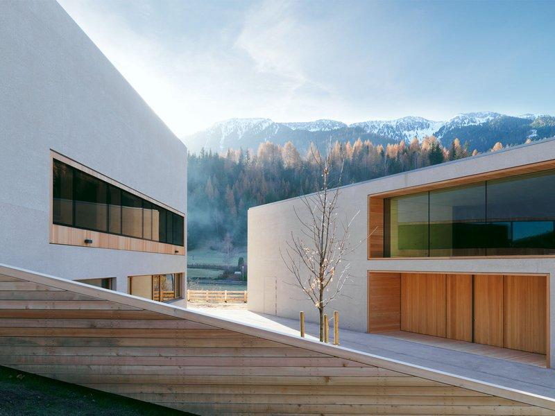 Burger Rudacs Architekten: Besucherzentrum Naturpark Puez Geisler und Grundschule Villnöß - best architects 13