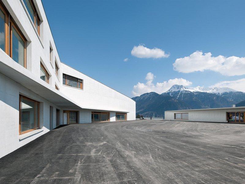 Frei Rezakhanlou architectes: Schule, Sport- und Mehrzweckhalle und Krippe in Chermignon - best architects 14