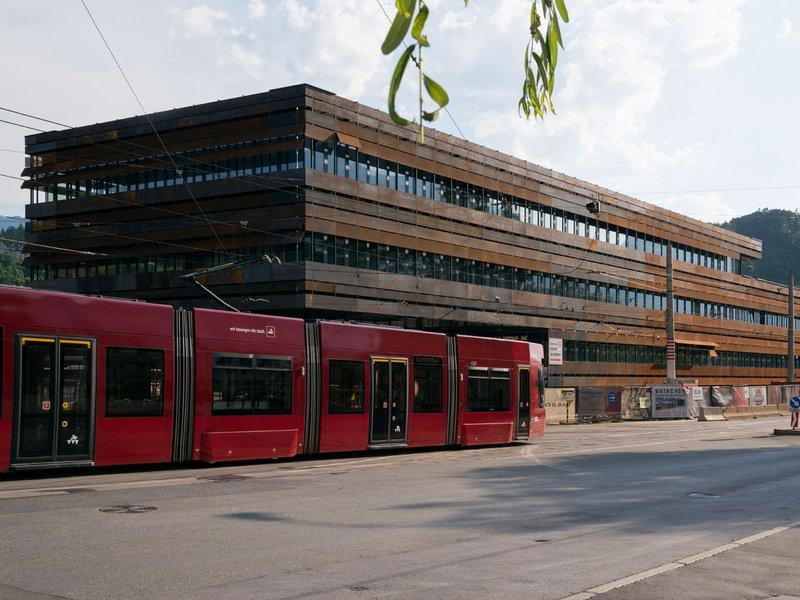 peterlorenzateliers: Neubau des IVB Betriebsdienstgebäudes - best architects 15