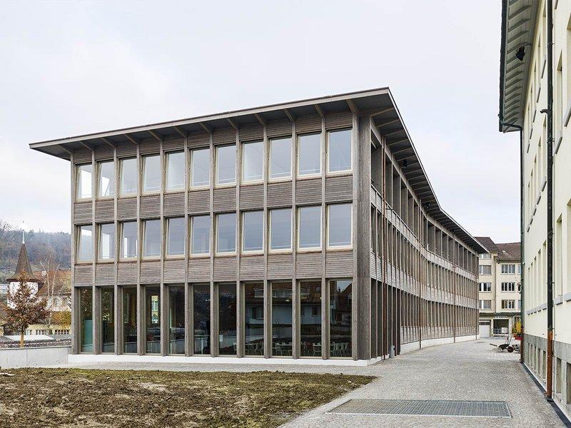 pool Architekten: Bürohaus mit Wohngeschoss Laur-Park - best architects 15