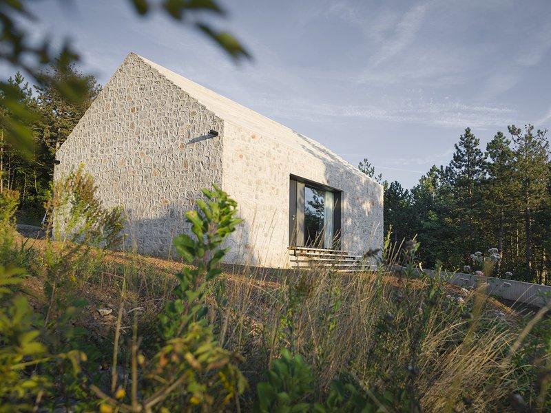 dekleva gregoric architects: Compact Karst House - best architects 16
