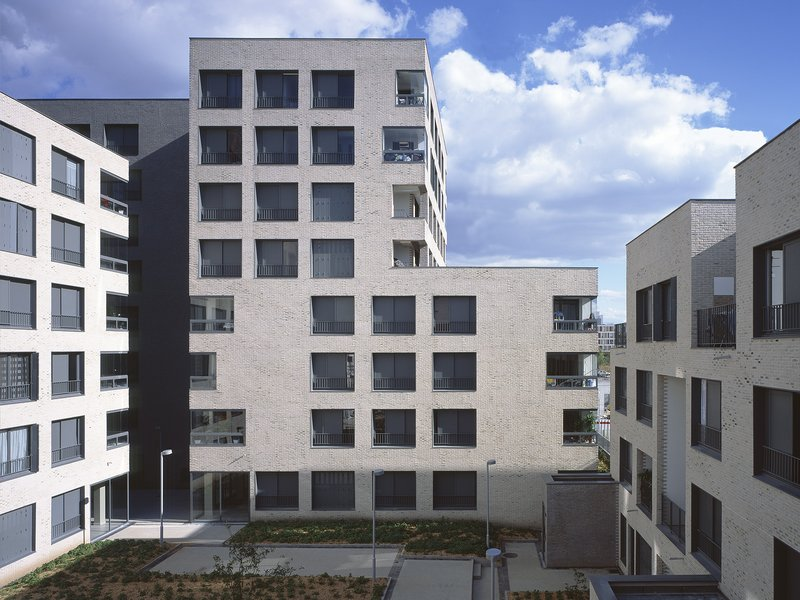Éric Lapierre Architecture: 80 Dwellings - best architects 16