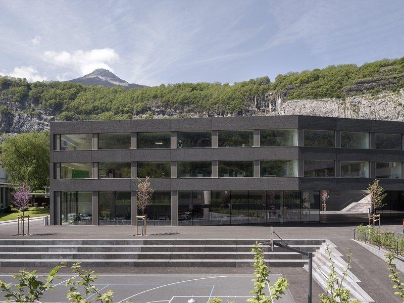 Graeme Mann & Patricia Capua Mann: Secondary and professional school / theatre - best architects 16