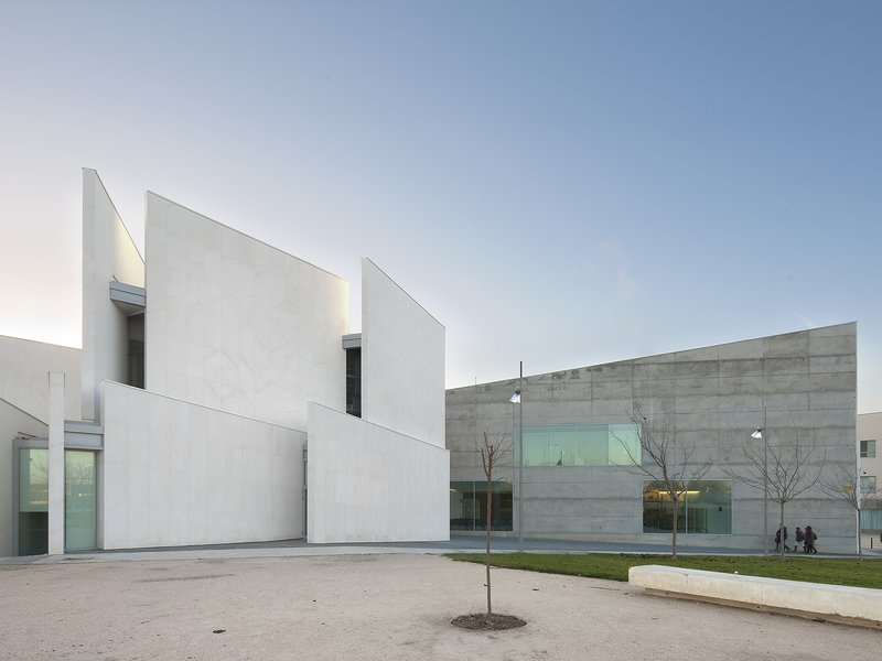 Taller básico de arquitectura: Health Sciences Faculty - best architects 17