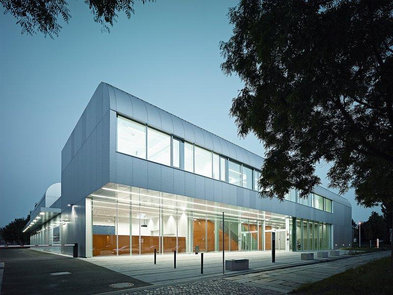KNERER UND LANG Architekten: Technikum für Fahrzeugtechnik - best architects 17