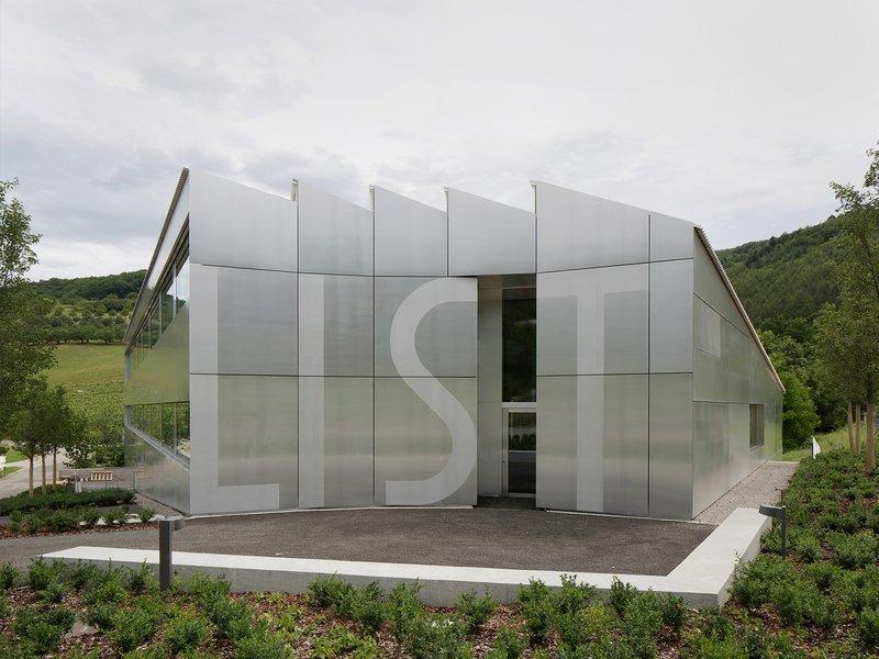 Christ & Gantenbein: List Customer Center - best architects 17 in Gold