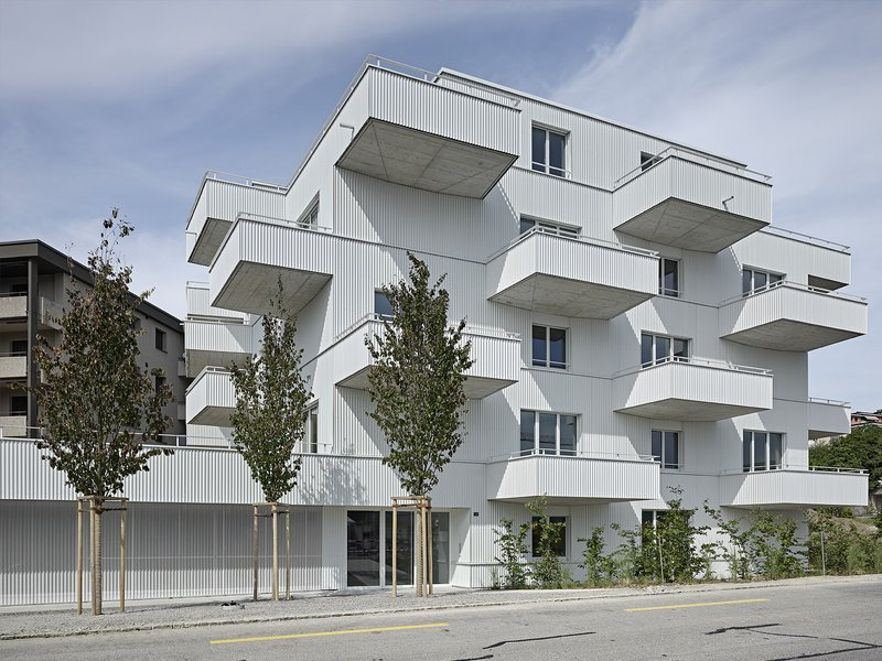wild bär heule Architekten: Fresh-air-rooms / Apartment house in Uetikon am See - best architects 17