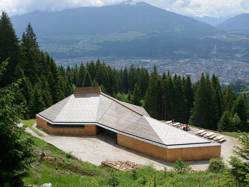 Ludescher + Lutz: Umbrüggler Alm – Ausflugsrestaurant oberhalb von Innsbruck - best architects 17 in Gold