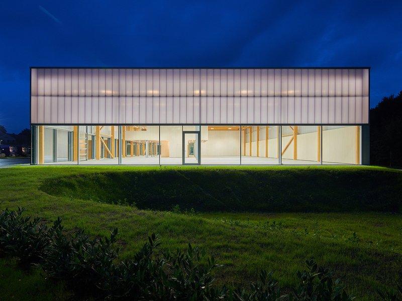 Architekten Wannenmacher + Möller: Automobile showroom  - best architects 19