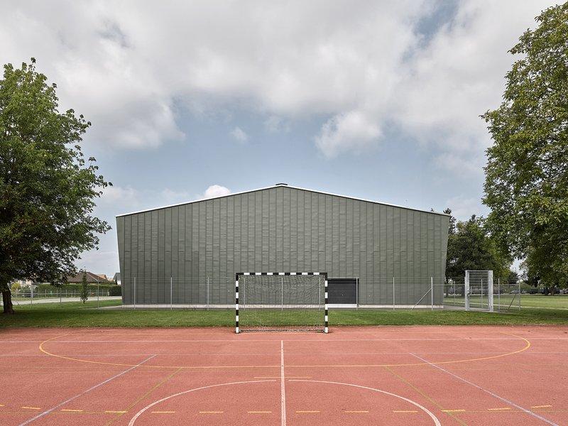 Haller Gut Architekten: Gesamtsanierung Mehrzweckhalle Payerne - best architects 20