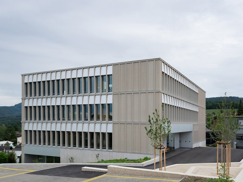 Brandenberger Kloter Architektenpartner: Pfeffingen primary school - best architects 21