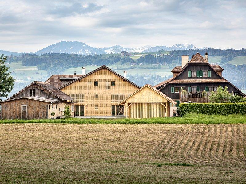 Roman Hutter Architektur: Kirchbühl farmhouse - best architects 21