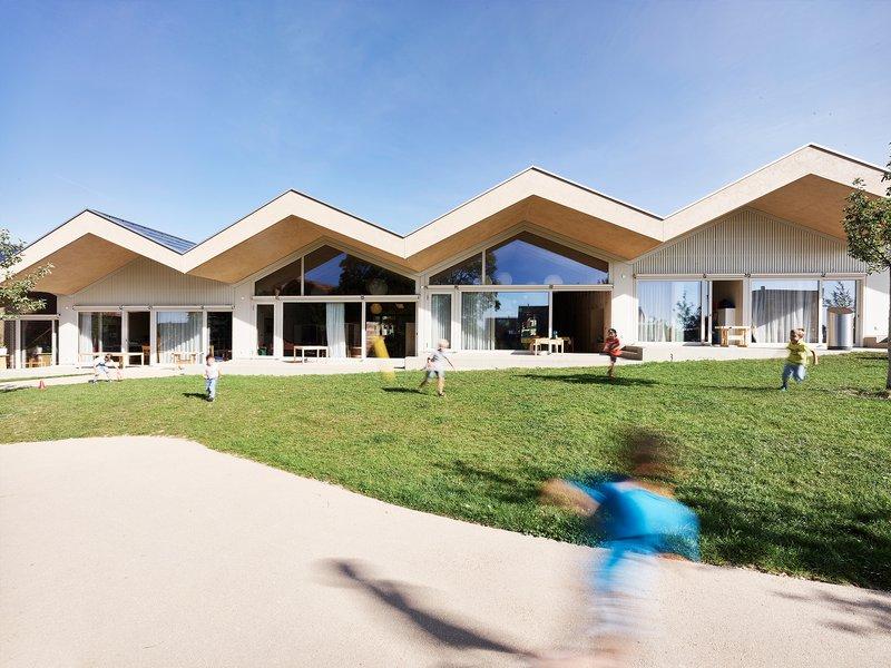 arge rollimarchini / wahlirüefli: Kindergarten Himmelrych, Ins - best architects 22